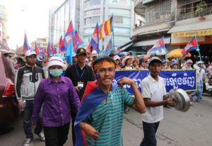 """Protesters march in Cambodia's capital, Phnom Penh. Photo/Véronique Salze-Lozac'h"""